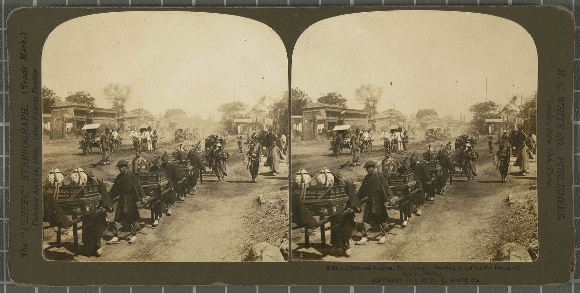 Chinese Funeral Procession, bearing Food for the Departed Spirit, Peking.Ajuntament de Girona / Cinema Museum