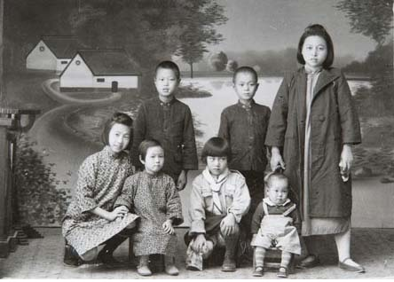 Kiinalaisia lapsia ryhmäkuvassa.Museovirasto - Finnish Heritage Agency