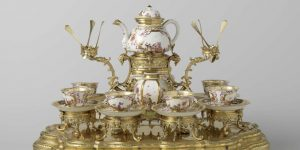 Tea_service_and_stand